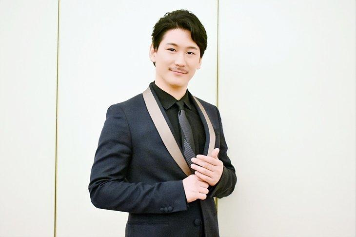 小野田龍之介インタビュー『レ・ミゼラブル』アンジョルラス役にかける思いとミュージカル愛