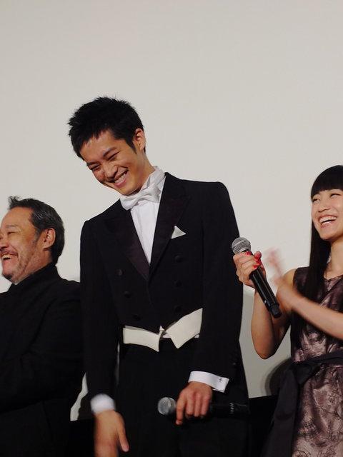 【動画】松坂桃李、サプライズゲストに大感激!映画『マエストロ!』初日舞台挨拶<2>