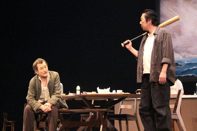【動画】古田新太、吉田鋼太郎らが繰り広げる不穏な会話劇『ツインズ』公開ゲネプロをチラッと見せ