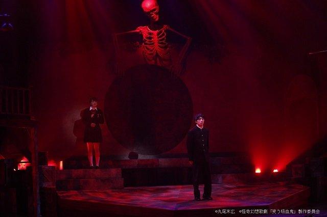 【動画】怪奇幻想歌劇『笑う吸血鬼』公開ゲネプロより冒頭映像をお届け!