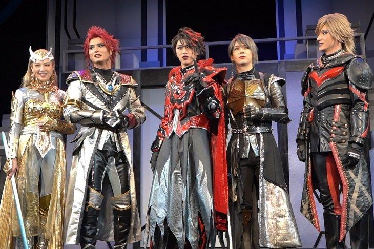 """【動画】舞台『DARKNESS HEELS~THE LIVE~SHINKA』""""ダークヒーロー""""囲み会見"""