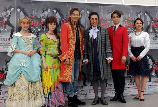 『モーツァルト!』(左から)花總まり、平野綾、井上芳雄、市村正親、山崎育三郎、ソニン