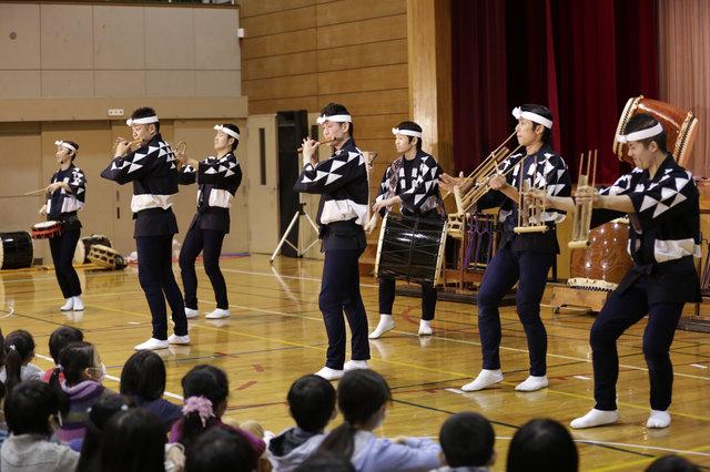 『鼓童』交流学校公演