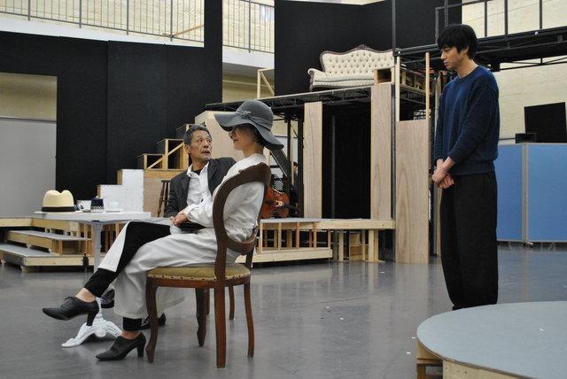 東出昌大、安田成美らが競演!舞台『夜想曲集』の公開稽古に潜入!