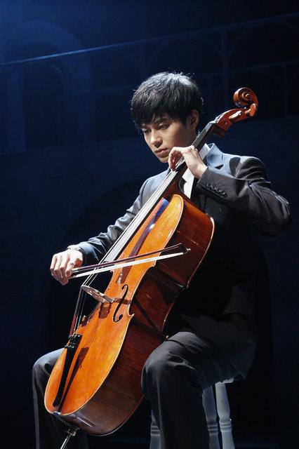 東出昌大、初舞台でチェロを奏でる『夜想曲集』