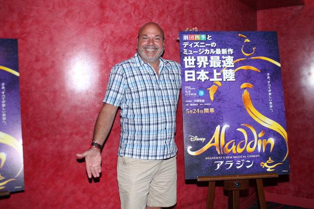 劇団四季『アラジン』開幕!演出・振付のケイシー・ニコロウが来日会見で作品への想いを語る