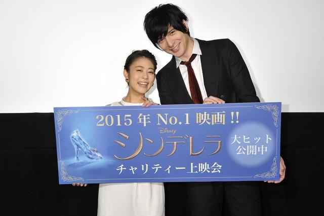 世界中で愛されている名作の実写版『シンデレラ』が興行収入50億円突破!