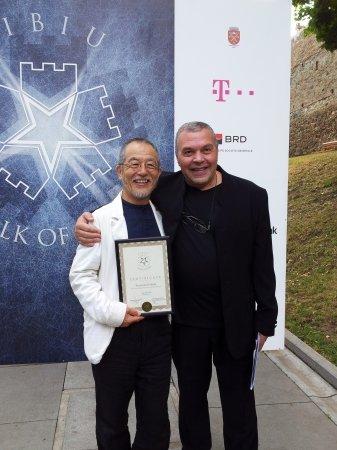 串田和美、シビウ国際演劇祭ディレクターのコンスタンティン・キリアック