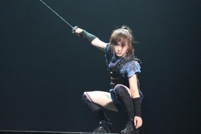 川栄李奈AKB48卒業後初舞台で、斬って斬って斬りまくる!『AZUMI 幕末編』開幕