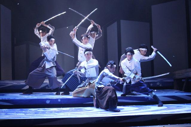 安西慎太郎、横浜流星ら注目俳優目白押し『武士白虎~もののふ白き虎~』開幕! 圧巻の殺陣を披露