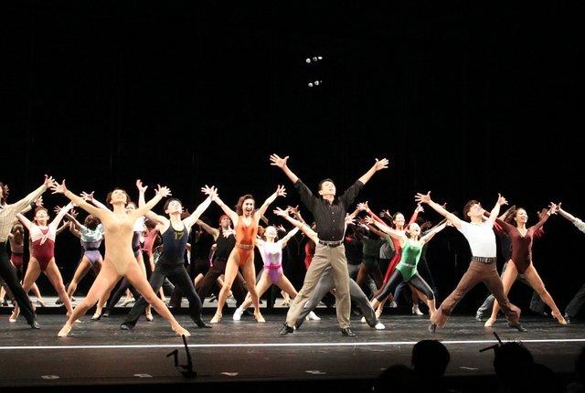 コーラスダンサーたちの人生に迫る感動作、劇団四季ミュージカル『コーラスライン』が開幕!