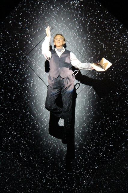 映像の魔術師 ロベール・ルパージュ新作公演!世界を震撼させた『Needles and Opium』待望の来日!