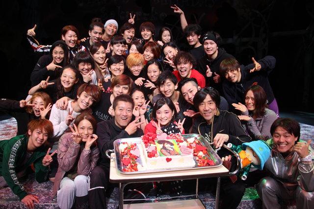 地球ゴージャス『The Love Bugs』で舞台初挑戦中の大原櫻子、20歳の誕生日で岸谷五朗からのサプライズに感涙!