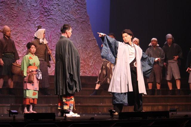 内博貴、ラップ自己採点は「2点」?!KREVAの音楽劇『最高はひとつじゃない 2016SAKURA』開幕