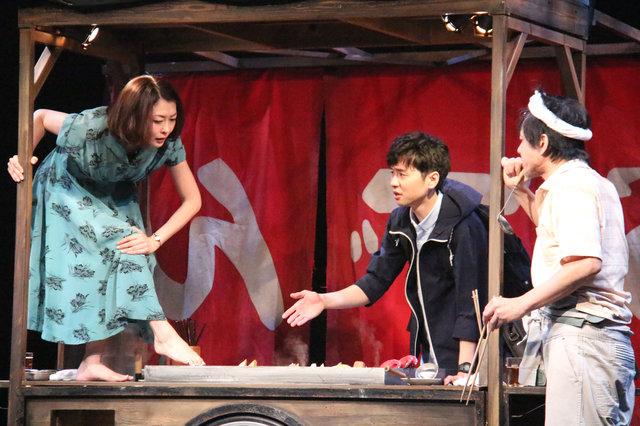 中山美穂デビュー30周年で初舞台!屋台に集う4人の男女が繰り広げる会話劇『魔術』開幕
