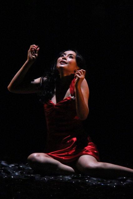 業が詰まった三人の女の陰影。中谷美紀主演舞台『猟銃』公開ゲネプロレポート