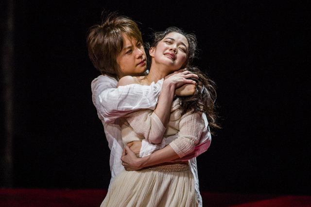 エリザベス朝演劇の衝撃作『あわれ彼女は娼婦』開幕!浦井健治&蒼井優からコメント到着