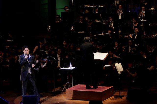 ソロコンサートでフルオーケストラとの初共演が実現した石丸幹二の、デビュー25周年記念コンサートをWOWOWで6月12日に独占放送!