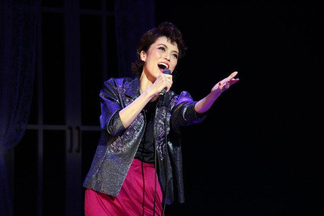 名女優ジュディ・ガーランドの歌声再び!彩吹真央、小西遼生、鈴木壮麻らによる『End of the RAINBOW』が開幕