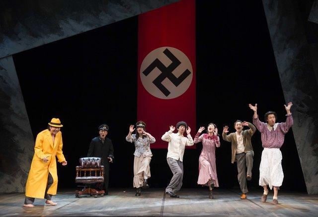 舞台『ヒトラー、最後の20000年~ほとんど、何もない~』開幕レポート