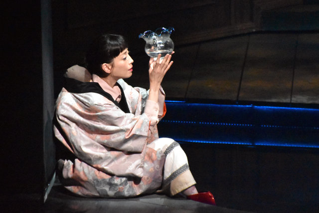 蜷川幸雄・追悼公演『ビニールの城』開幕!森田剛「公演後に、蜷川さんへ思いを報告できたら」