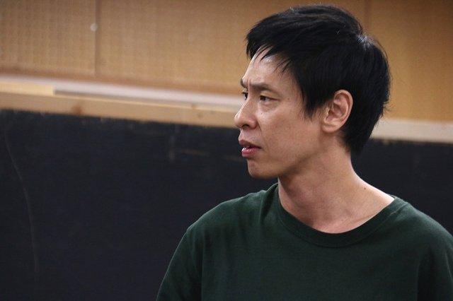 大倉孝二とブルー&スカイが仕掛ける衝撃の展開の数々!ジョンソン&ジャクソン新作公演『夜にて』稽古場レポート