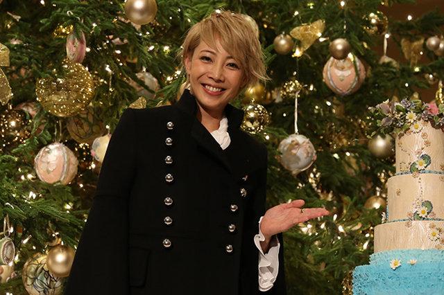 柚希礼音、帝国ホテルのツリー点灯式に参加。一足先にクリスマス気分を満喫