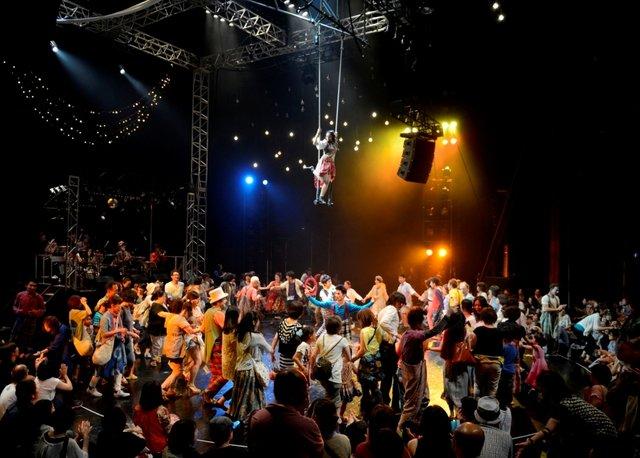 串田和美の『空中キャバレー2017』長野・松本でしか味わえない演劇体験が、この夏再び!