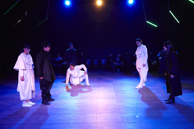 『SAFARING THE NIGHT/サファリング・ザ・ナイト』舞台写真_2