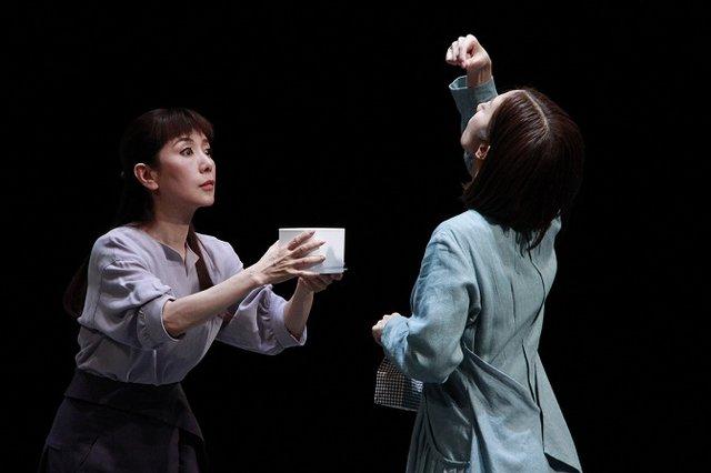 舞台『不信~彼女が嘘をつく理由』フォトコール_戸田恵子&優香