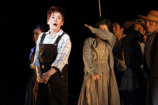 大竹しのぶ、38年ぶり14歳少年役に「内面から湧き出てくる芝居」と共演者絶賛!ミュージカル『にんじん』開幕レポート