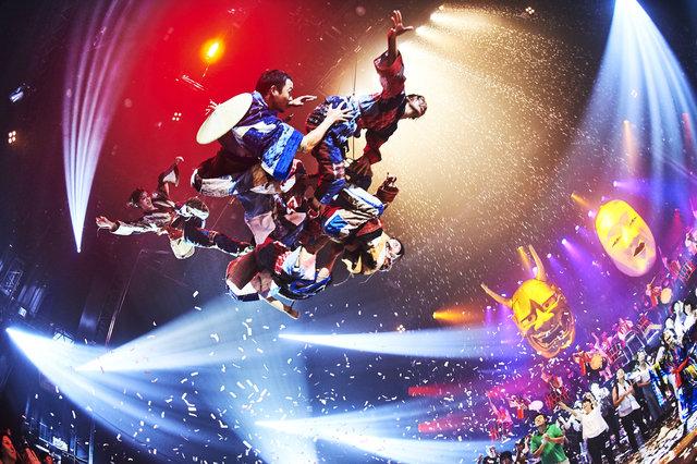 世界初公開のフエルサ ブルータ『WA!』開幕!岸谷五朗、大谷亮平、松井愛莉らも大興奮