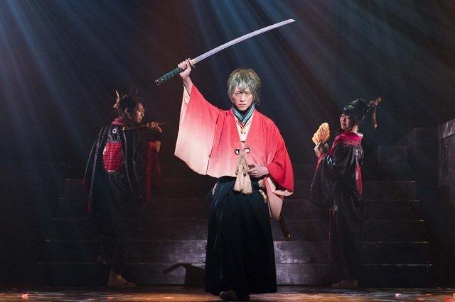 鈴木拡樹、崎山つばさ、前島亜美、浅田舞らが優雅な殺陣を披露!舞台『煉獄に笑う』開幕