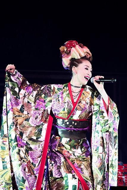 宝塚歌劇団元月組トップスター龍真咲、オーチャードホールで6000人を魅了!