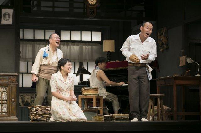 こまつ座 第120回記念公演『きらめく星座』舞台写真_5