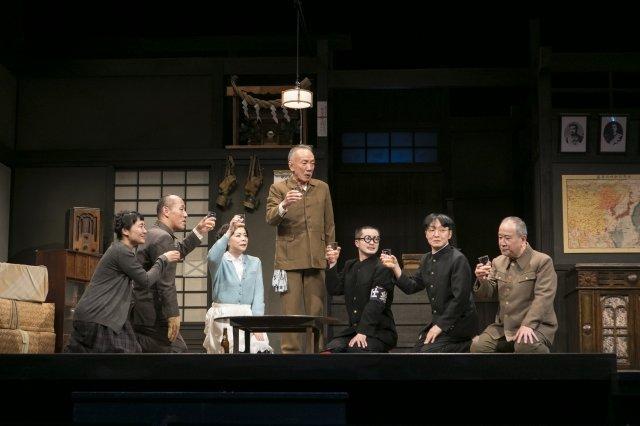 こまつ座 第120回記念公演『きらめく星座』舞台写真_6