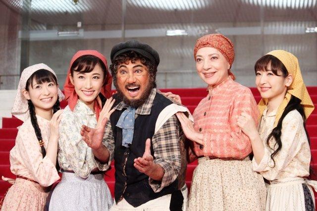 初演から50周年、ミュージカル『屋根の上のヴァイオリン弾き』開幕!市村正親「お父さん代表としてがんばる」