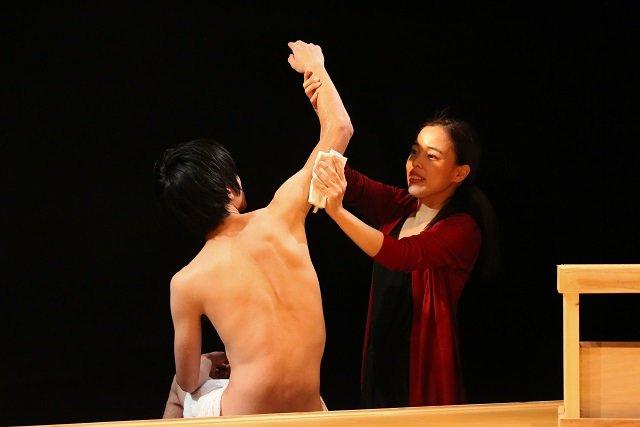 『男女逆転版・痴人の愛』舞台写真_03