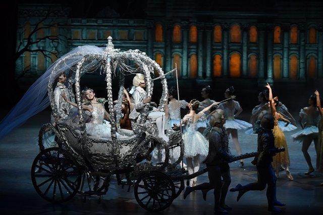 キラキラのシンデレラと優しい王子様を、あなたの心にプレゼント!新国立劇場バレエ団『シンデレラ』レポート