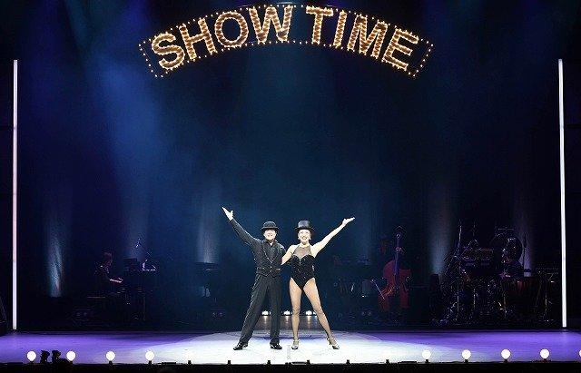 大人の恋バナを歌と踊りで描く『ショーガール』開幕!三谷幸喜、川平慈英、シルビア・グラブからコメントも