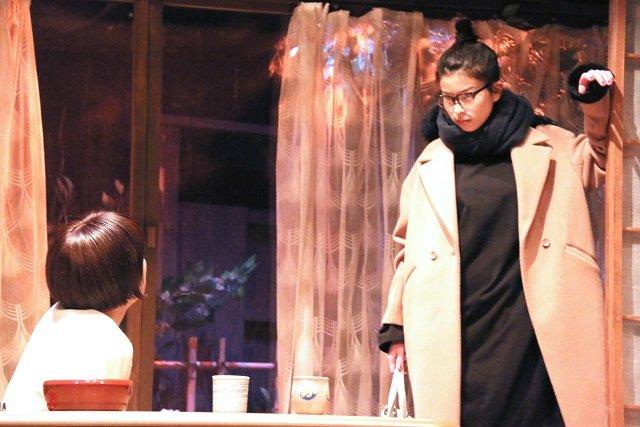 さとうほなみ「個性ぶっ放しております」寺十吾演出『ドアを開ければいつも』ゲネプロレポート---http://enterstage.jp/news/2018/02/008916.html