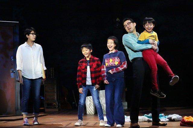 瀬奈じゅん、大原櫻子、吉原光夫ら、父と娘の別れと希望のミュージカル『FUN HOME』公演レポート