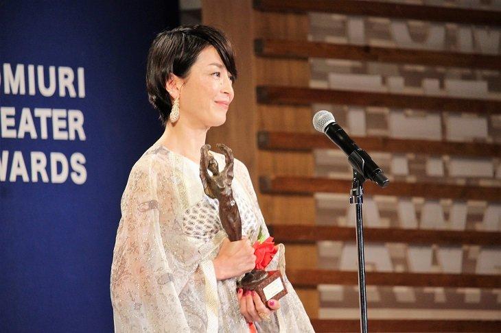 宮沢りえ、女優として5人目の大賞受賞!第25回読売演劇大賞贈賞式レポート<1>