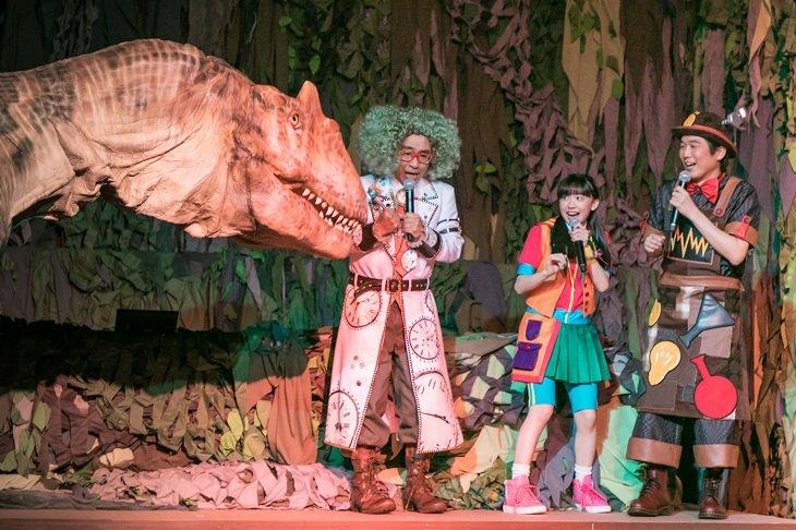 芦田愛菜、八嶋智人、山崎樹範出演『世界一受けたい授業 THE LIVE』会見に恐竜乱入⁈