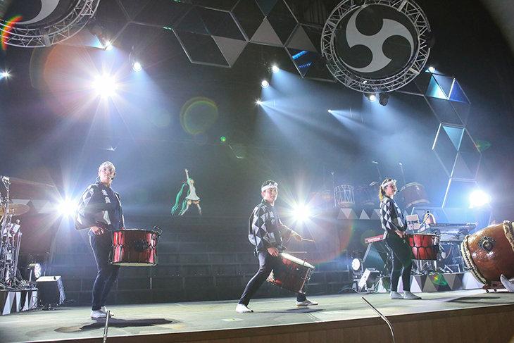 これぞ日本!『初音ミク×鼓童 スペシャルライブ 2018』舞台写真到着