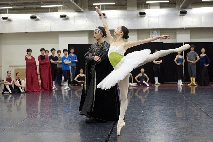 王子の愛は姫を救えるのか?東京バレエ団ブルメイステル版『白鳥の湖』公開リハーサル