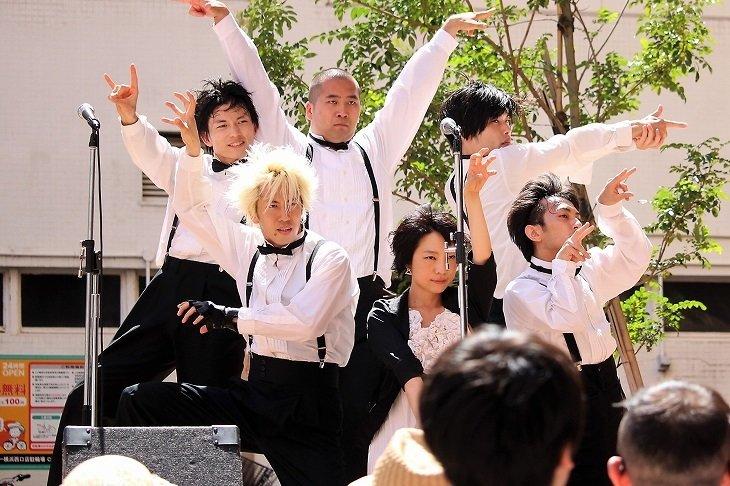 横浜で復活した劇団鹿殺しの路上パフォーマンスをレポート!7月7日・8日は下北沢で