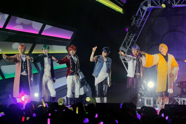 6000人超のファン熱狂!舞台「おそ松さん」から飛び出したF6初のLIVEツアー「Satisfaction」レポート
