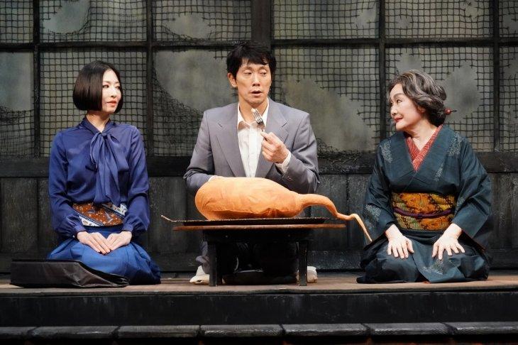 前川知大×佐々木蔵之介『ゲゲゲの先生へ』開幕!水木しげるの作品・世界観を丸ごと演劇に