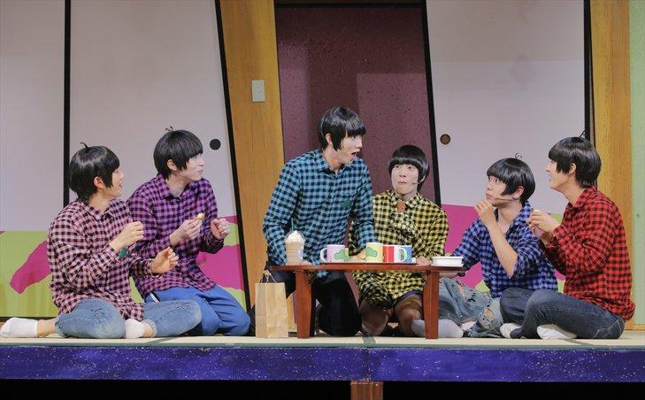 喜劇『おそ松さん』は「笑いの戦場」!舞台写真到着